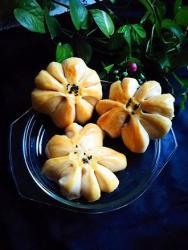 葡萄干黑加仑蓝莓酱花朵面包