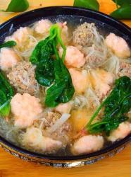 肉丸虾滑萝卜丝菠菜汤