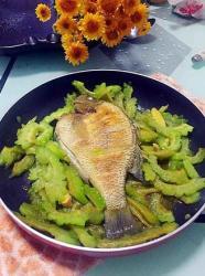 苦瓜焖太阳鱼