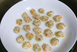 宝宝辅食简约版蔬菜虾肉丸