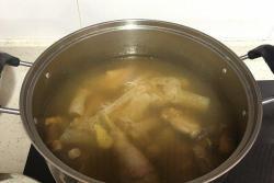 竹荪姬松茸炖鸡汤