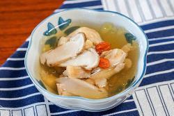 新鲜松茸炖鸡汤