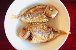 「快手菜」油煎赤棕鱼
