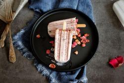 莓果奇亚籽酸奶冰棍