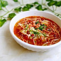 一碗面条+热辣酸汤面