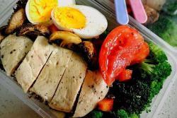 独家烤菇鸡胸五谷色拉