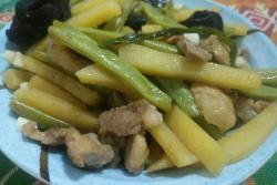 四季豆土豆木耳炒肉