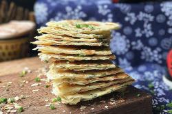 千层葱油饼(饺子皮版)#福临门面粉舌尖上的寻味之旅#