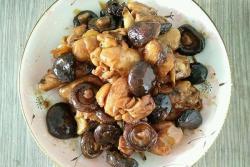 冬菜鸡腿炖蘑菇