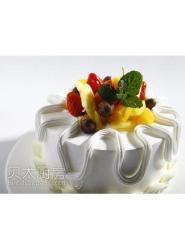 吊边和挤边的组合花边水果蛋糕-水果蛋糕图片-水果生日蛋糕